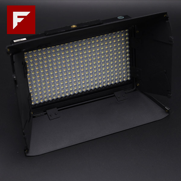 ikan Bi-Color LED Light